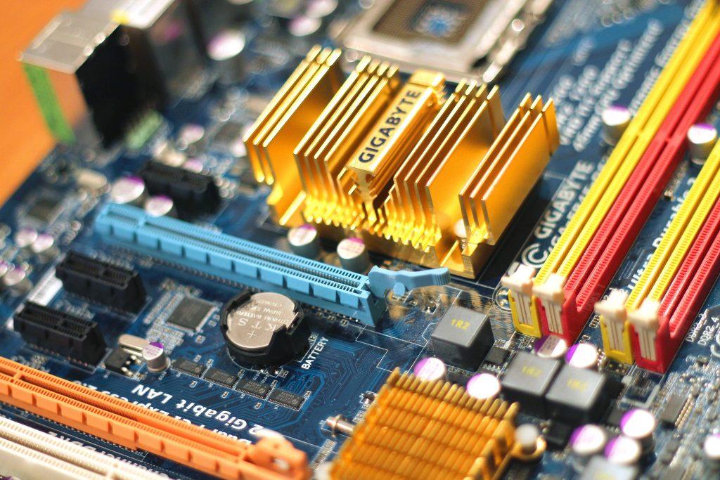 La imagen tiene un atributo ALT vacío; su nombre de archivo es personal-computer-motherboard-4316-1024x683.jpg